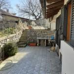 Casa indipendente con spazio esterno